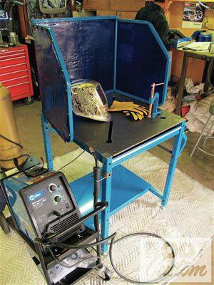 Мастерская оснащена рабочими постами электросварщика ручной дуговой сварки