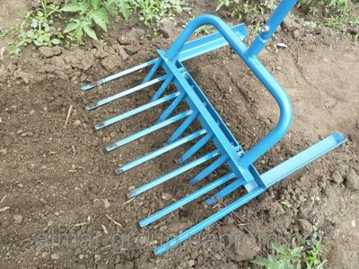 Как копать вилами