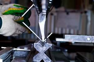 Как загнуть край металлического листа