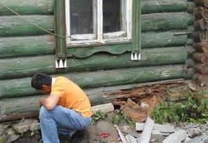 Как поднять просевший угол деревянного дома