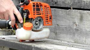 Как запустить бензопилу без стартера